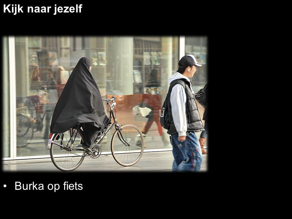 Kijk naar jezelf Burka op fiets