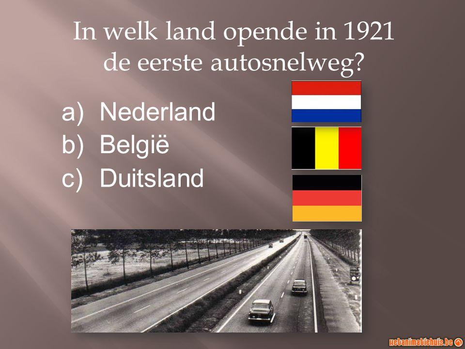 In welk land opende in 1921 de eerste autosnelweg