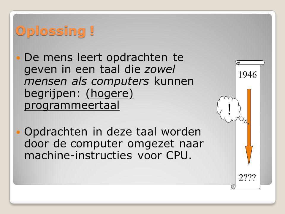 Oplossing ! De mens leert opdrachten te geven in een taal die zowel mensen als computers kunnen begrijpen: (hogere) programmeertaal.