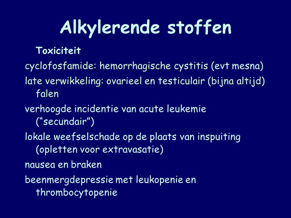 Alkylerende stoffen Toxiciteit. cyclofosfamide: hemorrhagische cystitis (evt mesna) late verwikkeling: ovarieel en testiculair (bijna altijd) falen.