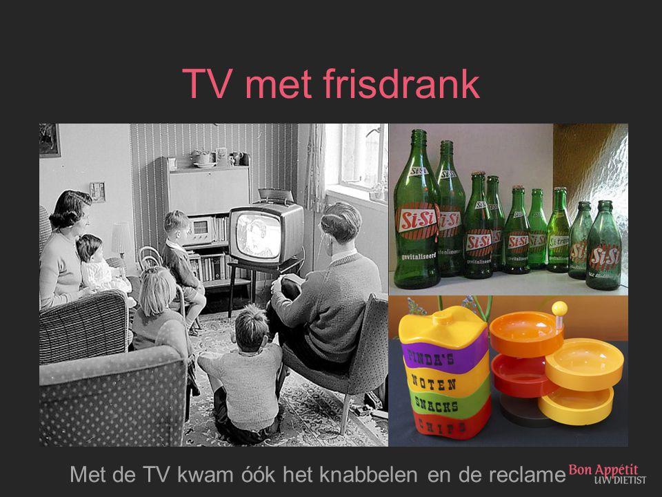 TV met frisdrank Met de TV kwam óók het knabbelen en de reclame