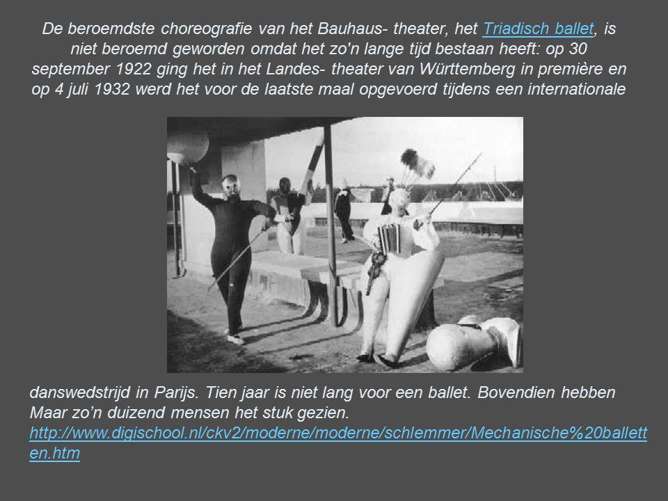 De beroemdste choreografie van het Bauhaus- theater, het Triadisch ballet, is niet beroemd geworden omdat het zo n lange tijd bestaan heeft: op 30 september 1922 ging het in het Landes- theater van Württemberg in première en op 4 juli 1932 werd het voor de laatste maal opgevoerd tijdens een internationale