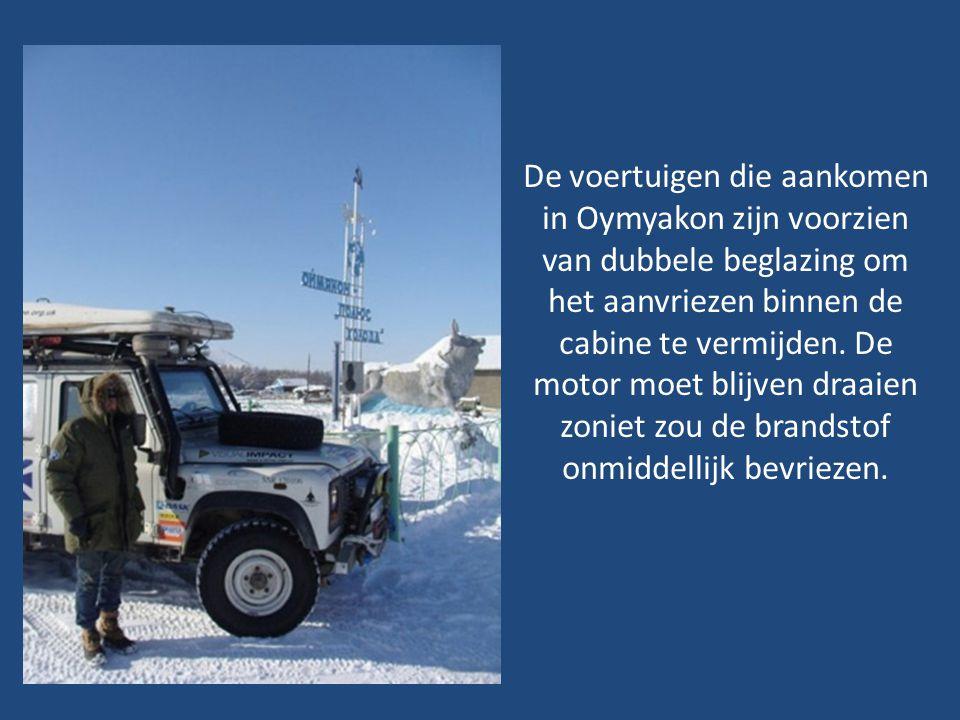 De voertuigen die aankomen in Oymyakon zijn voorzien van dubbele beglazing om het aanvriezen binnen de cabine te vermijden.