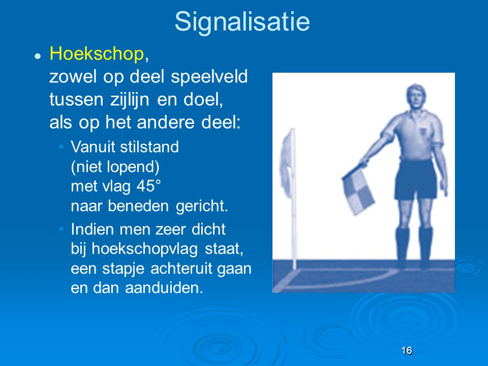 Signalisatie Hoekschop, zowel op deel speelveld tussen zijlijn en doel, als op het andere deel:
