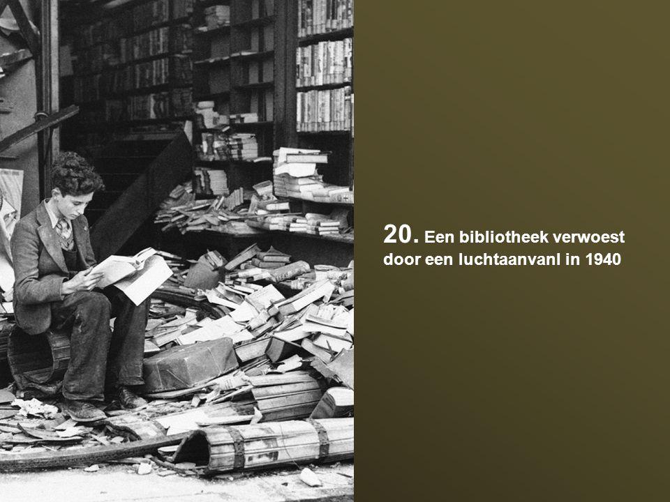 20. Een bibliotheek verwoest door een luchtaanvanl in 1940