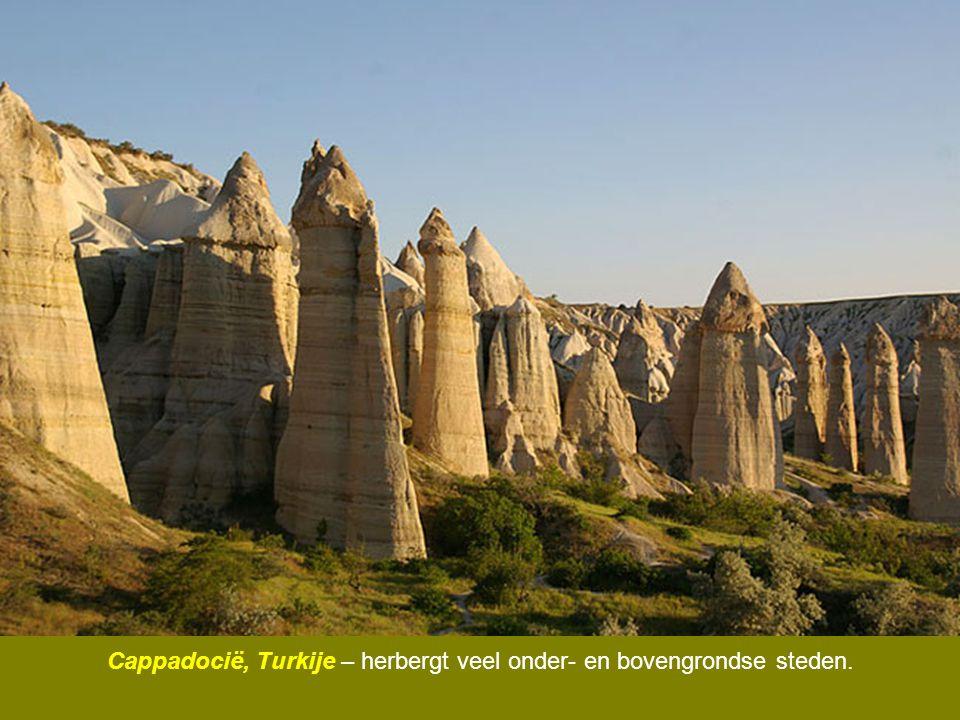 Cappadocië, Turkije – herbergt veel onder- en bovengrondse steden.
