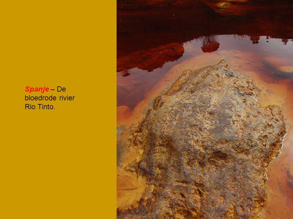 Spanje – De bloedrode rivier Rio Tinto.