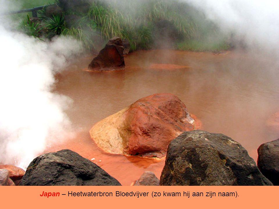Japan – Heetwaterbron Bloedvijver (zo kwam hij aan zijn naam).