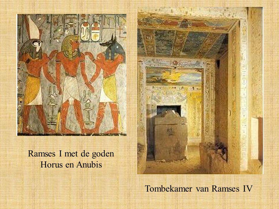 Ramses I met de goden Horus en Anubis