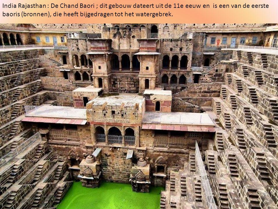 India Rajasthan : De Chand Baori ; dit gebouw dateert uit de 11e eeuw en is een van de eerste baoris (bronnen), die heeft bijgedragen tot het watergebrek.