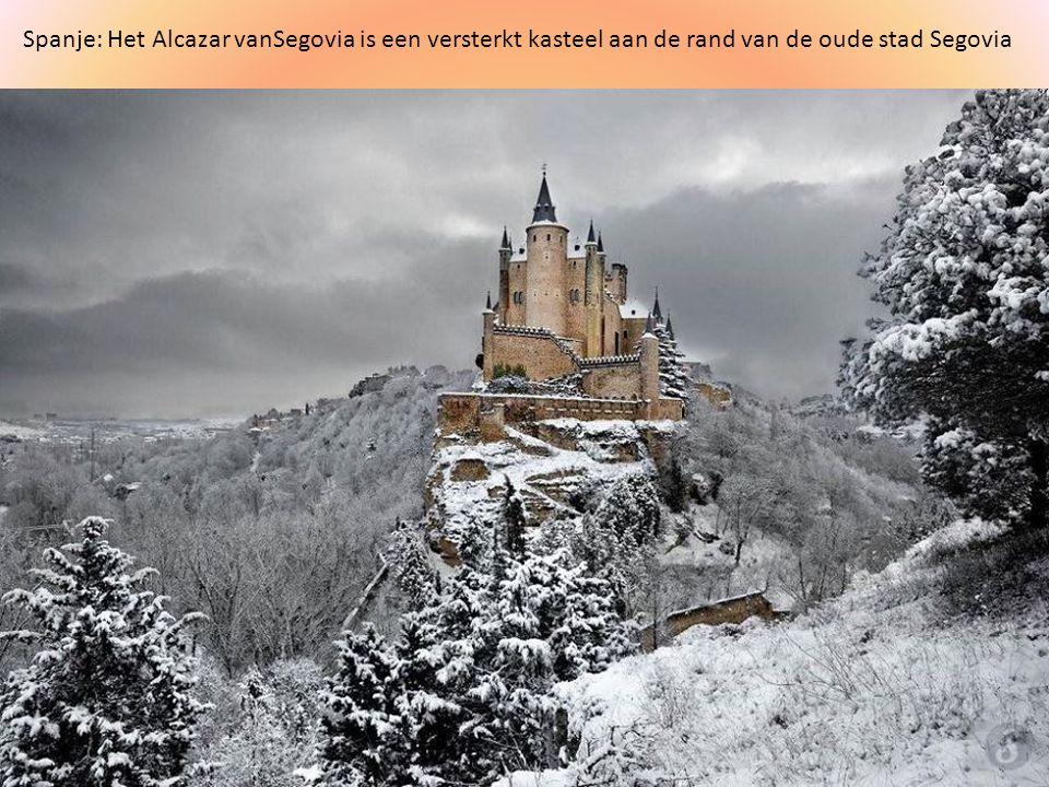Spanje: Het Alcazar vanSegovia is een versterkt kasteel aan de rand van de oude stad Segovia