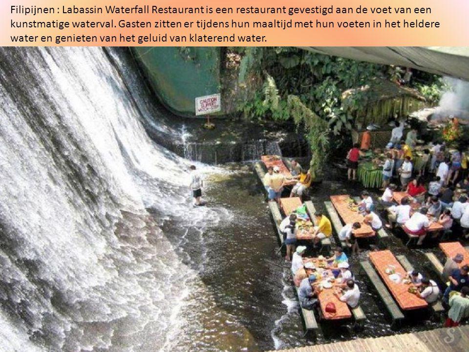 Filipijnen : Labassin Waterfall Restaurant is een restaurant gevestigd aan de voet van een kunstmatige waterval.