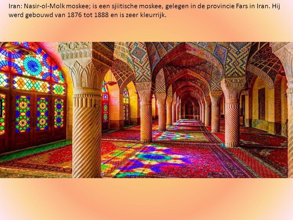 Iran: Nasir-ol-Molk moskee; is een sjiitische moskee, gelegen in de provincie Fars in Iran.