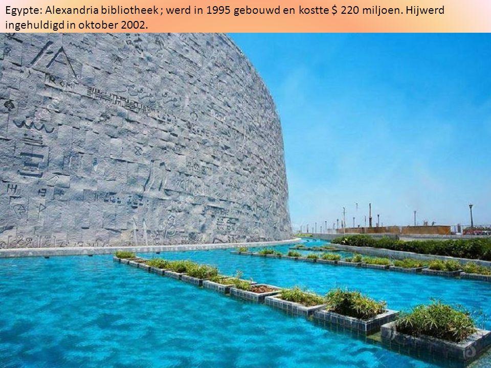 Egypte: Alexandria bibliotheek ; werd in 1995 gebouwd en kostte $ 220 miljoen.
