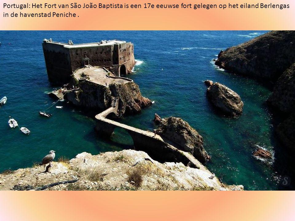 Portugal: Het Fort van São João Baptista is een 17e eeuwse fort gelegen op het eiland Berlengas in de havenstad Peniche .