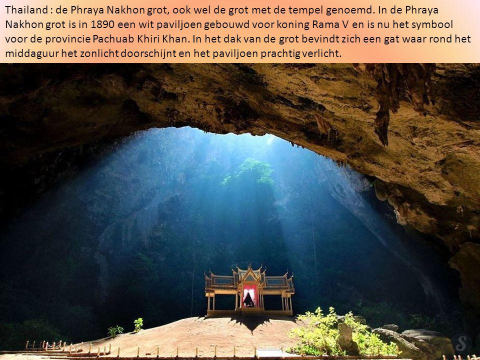 Thailand : de Phraya Nakhon grot, ook wel de grot met de tempel genoemd.