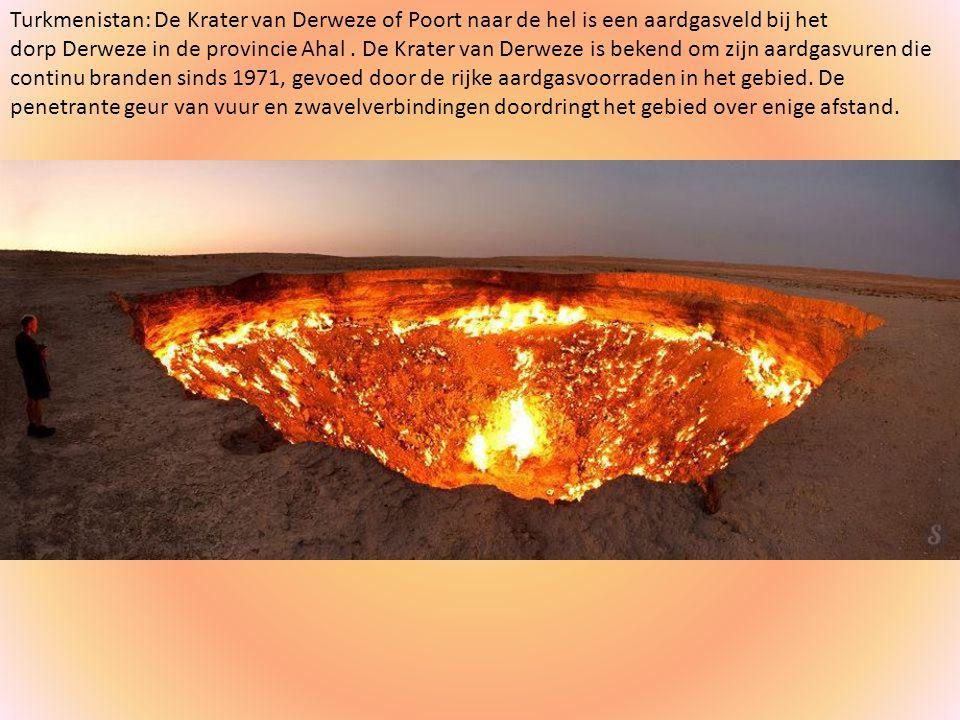 Turkmenistan: De Krater van Derweze of Poort naar de hel is een aardgasveld bij het dorp Derweze in de provincie Ahal .