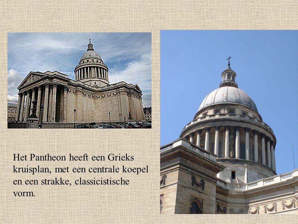 Het Pantheon heeft een Grieks kruisplan, met een centrale koepel en een strakke, classicistische vorm.