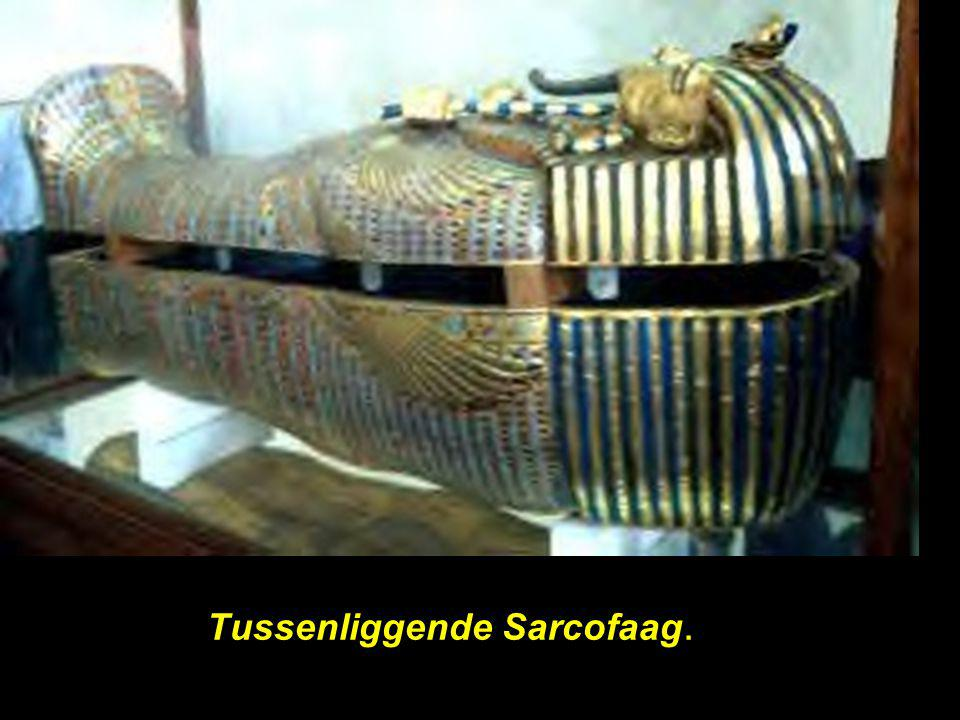 Tussenliggende Sarcofaag.