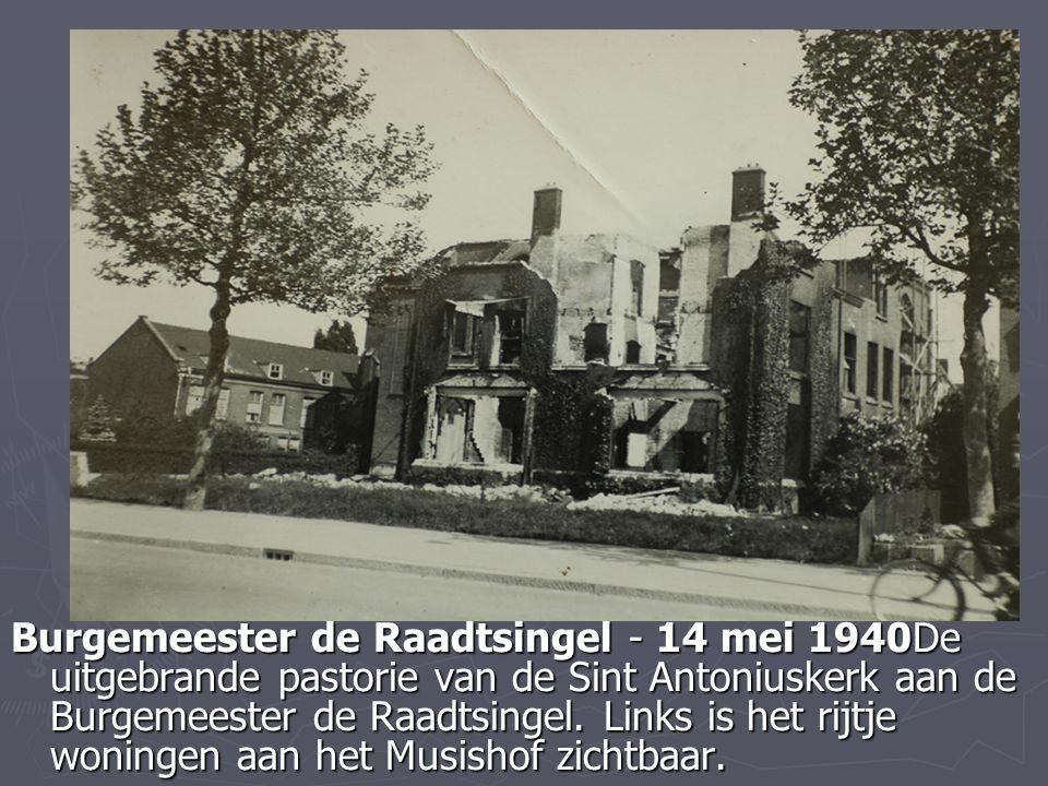 Burgemeester de Raadtsingel - 14 mei 1940De uitgebrande pastorie van de Sint Antoniuskerk aan de Burgemeester de Raadtsingel.