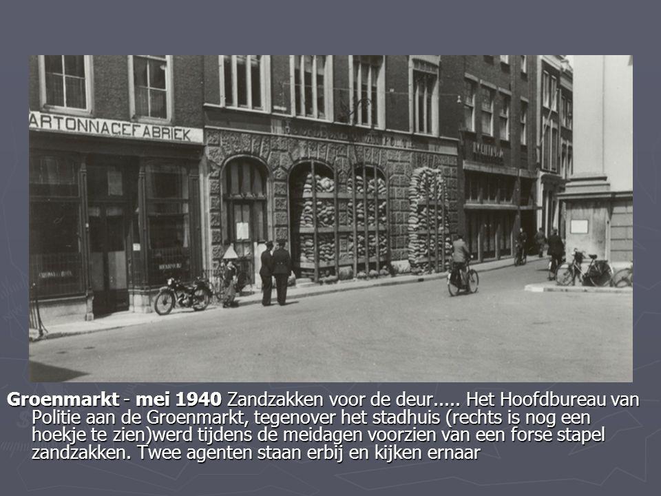 Groenmarkt - mei 1940 Zandzakken voor de deur