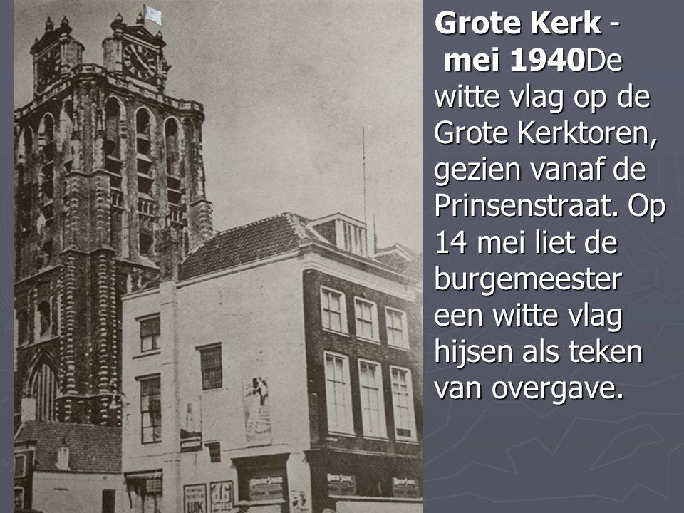 Grote Kerk - mei 1940De witte vlag op de Grote Kerktoren, gezien vanaf de Prinsenstraat.