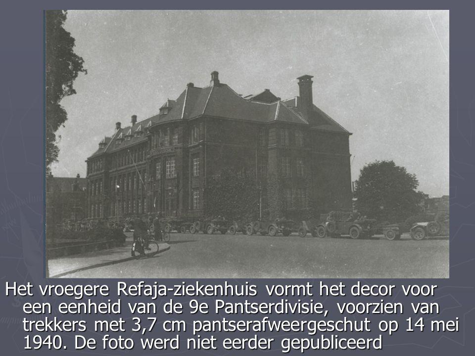 Het vroegere Refaja-ziekenhuis vormt het decor voor een eenheid van de 9e Pantserdivisie, voorzien van trekkers met 3,7 cm pantserafweergeschut op 14 mei 1940.