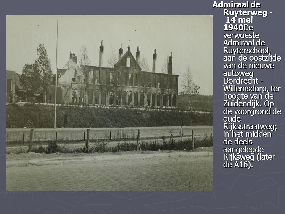 Admiraal de Ruyterweg - 14 mei 1940De verwoeste Admiraal de Ruyterschool, aan de oostzijde van de nieuwe autoweg Dordrecht - Willemsdorp, ter hoogte van de Zuidendijk.