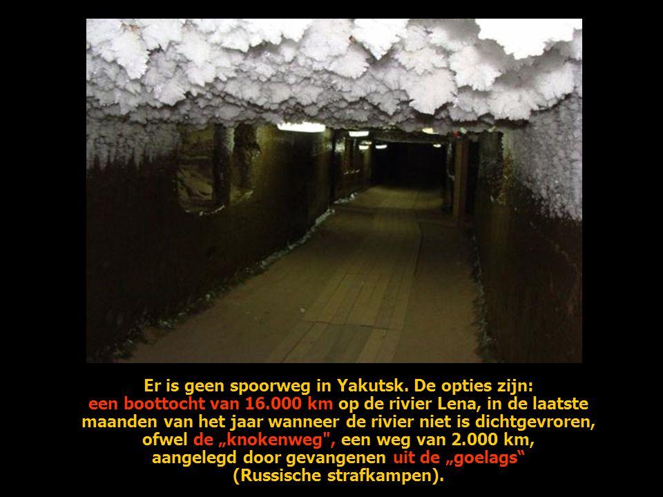 Er is geen spoorweg in Yakutsk. De opties zijn: een boottocht van 16