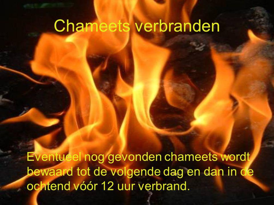 Chameets verbranden Eventueel nog gevonden chameets wordt bewaard tot de volgende dag en dan in de ochtend vóór 12 uur verbrand.