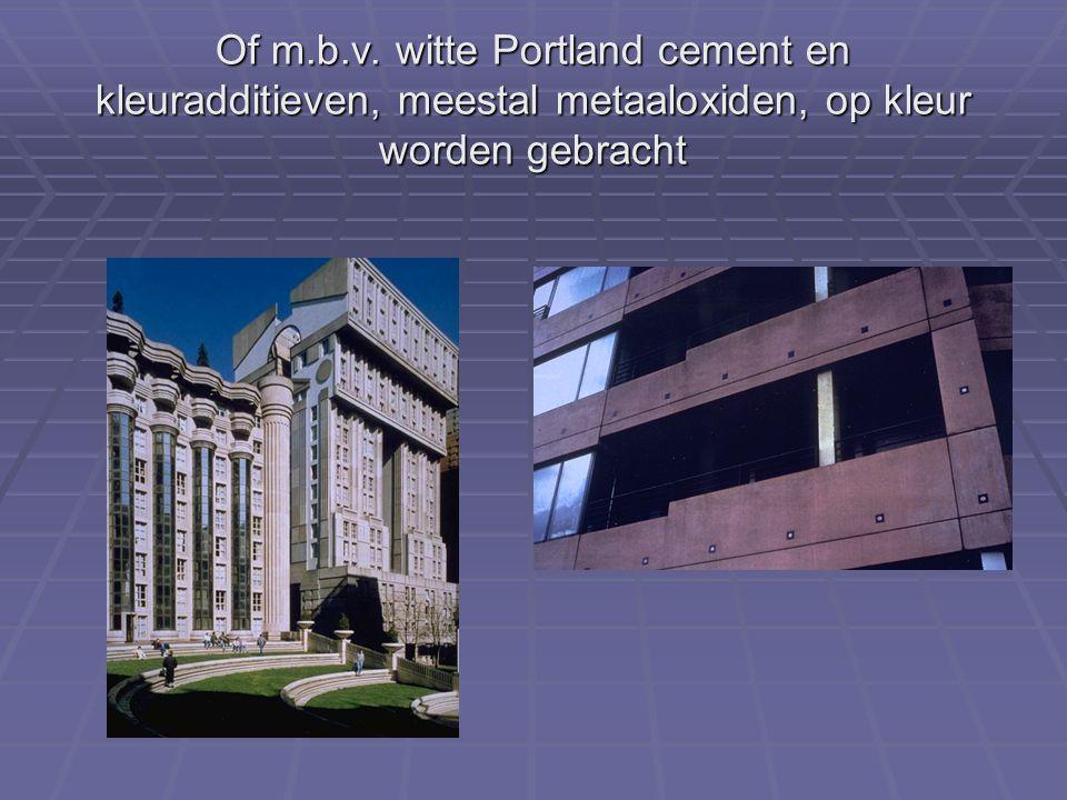 Of m.b.v. witte Portland cement en kleuradditieven, meestal metaaloxiden, op kleur worden gebracht