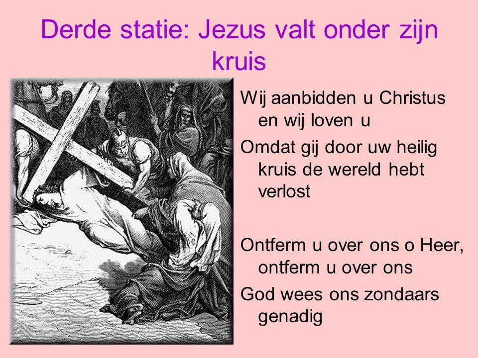 Derde statie: Jezus valt onder zijn kruis