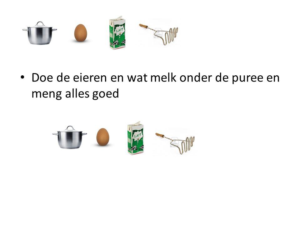 Doe de eieren en wat melk onder de puree en meng alles goed
