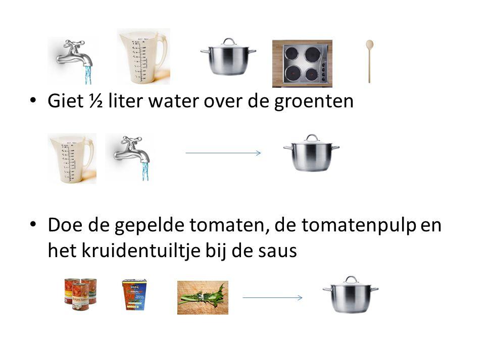 Giet ½ liter water over de groenten