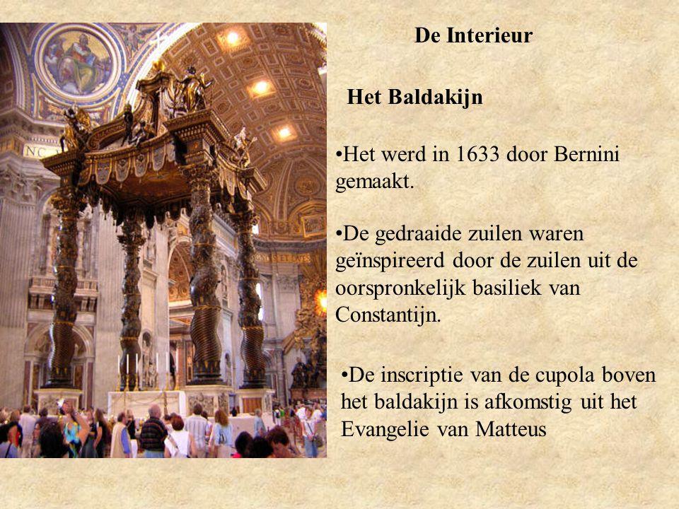 De Interieur Het Baldakijn. Het werd in 1633 door Bernini gemaakt.