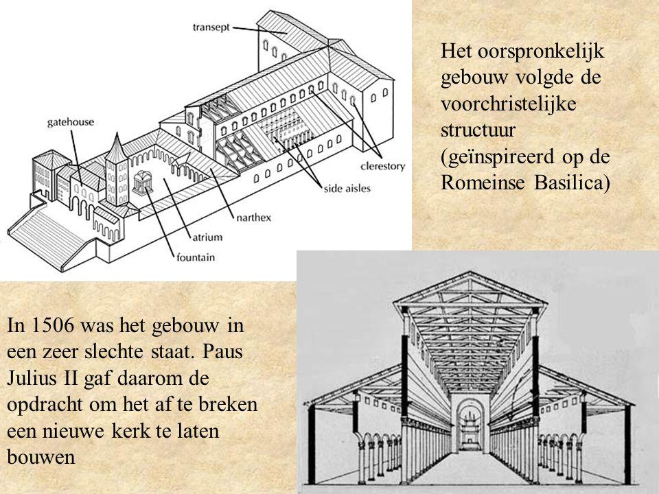 Het oorspronkelijk gebouw volgde de voorchristelijke structuur (geïnspireerd op de Romeinse Basilica)