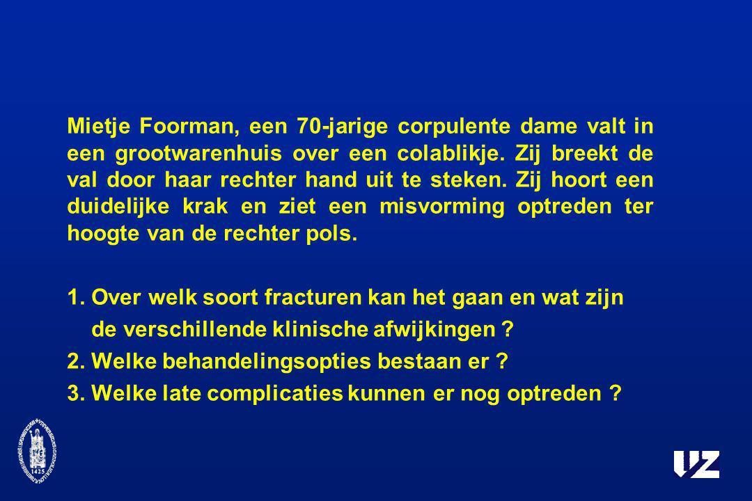 Mietje Foorman, een 70-jarige corpulente dame valt in een grootwarenhuis over een colablikje. Zij breekt de val door haar rechter hand uit te steken. Zij hoort een duidelijke krak en ziet een misvorming optreden ter hoogte van de rechter pols.