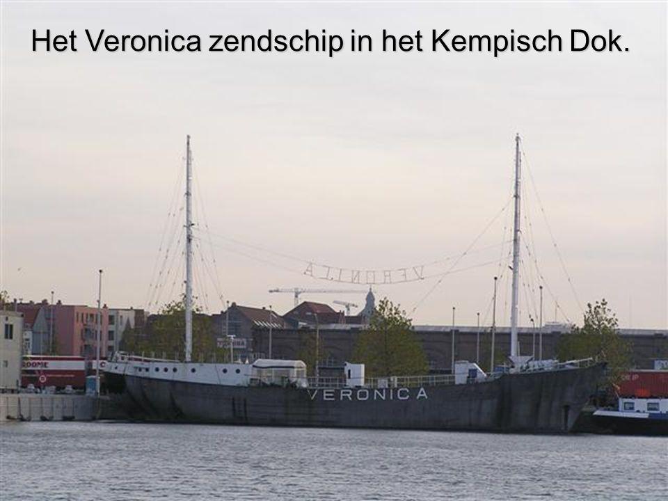 Het Veronica zendschip in het Kempisch Dok.