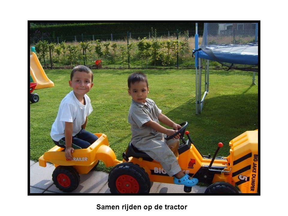 Samen rijden op de tractor