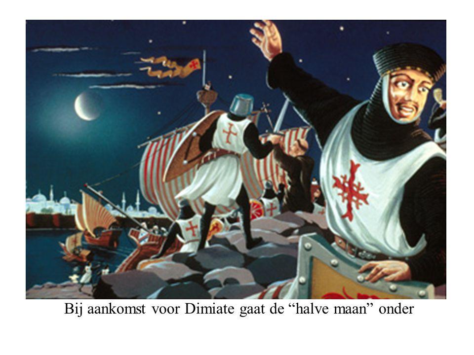 Bij aankomst voor Dimiate gaat de halve maan onder