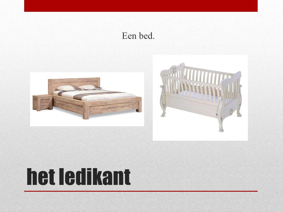 Een bed. het ledikant
