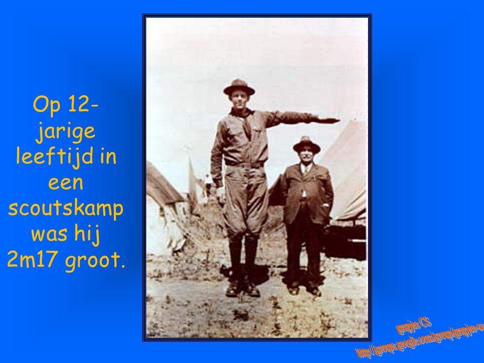 Op 12-jarige leeftijd in een scoutskamp was hij 2m17 groot.