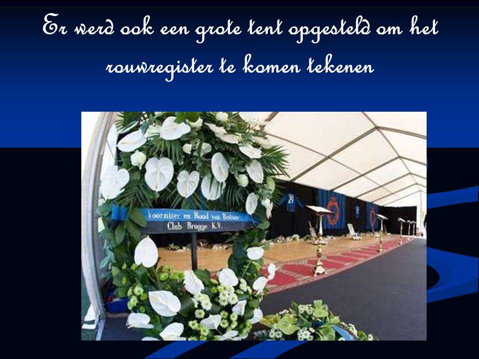 Er werd ook een grote tent opgesteld om het rouwregister te komen tekenen