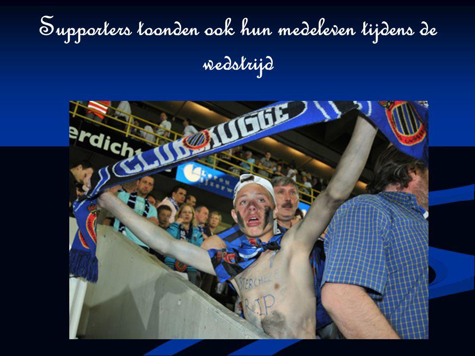 Supporters toonden ook hun medeleven tijdens de wedstrijd