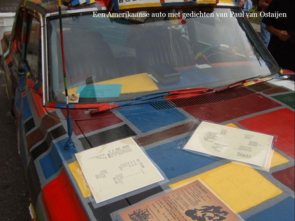 Een Amerikaanse auto met gedichten van Paul van Ostaijen