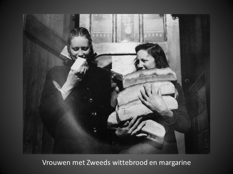 Vrouwen met Zweeds wittebrood en margarine
