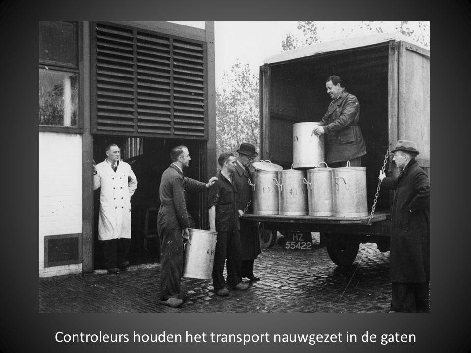 Controleurs houden het transport nauwgezet in de gaten