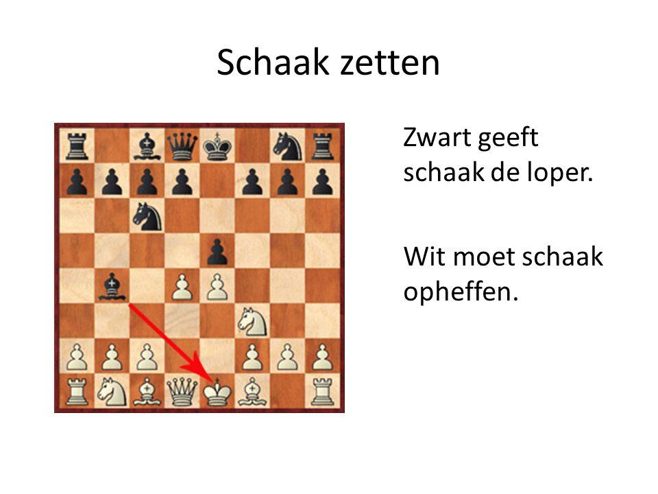 Schaak zetten Zwart geeft schaak de loper. Wit moet schaak opheffen.