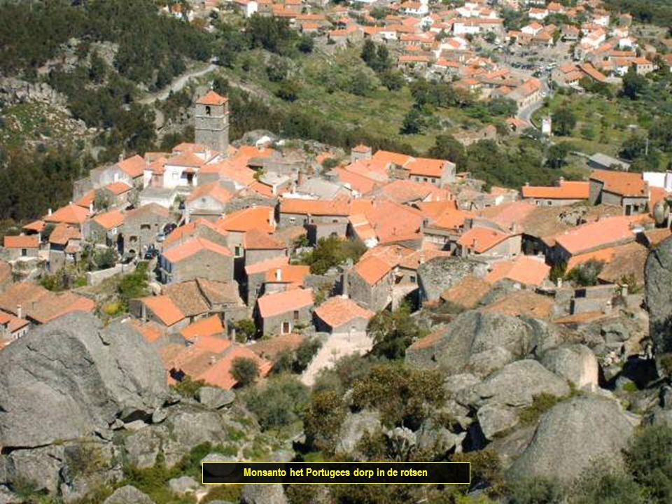 Monsanto het Portugees dorp in de rotsen