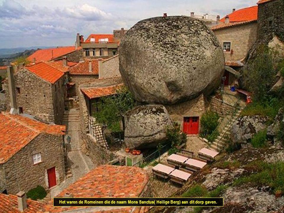 Het waren de Romeinen die de naam Mons Sanctus( Heilige Berg) aan dit dorp gaven.